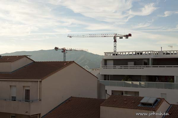 Cranes building another block in Marseille