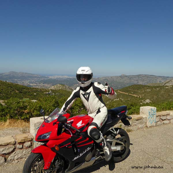 JohnH and RR and the big blue sky over Marseille from the col de l'Espigoulier