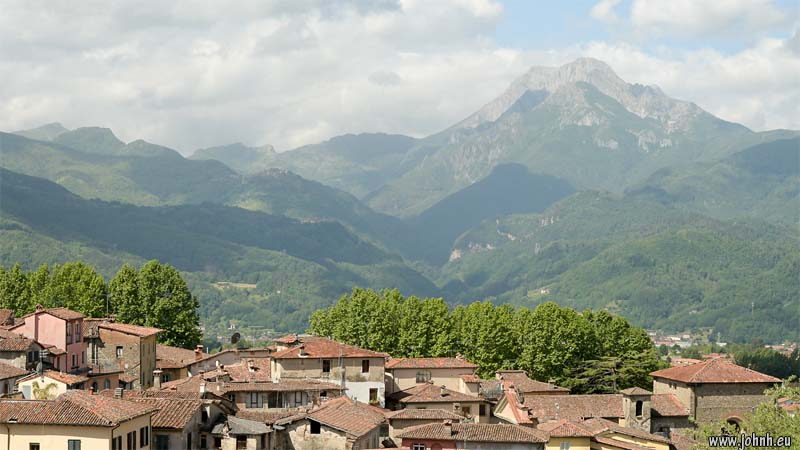 Barga, Toscane. Views of Pania della Croce and Pania Secca