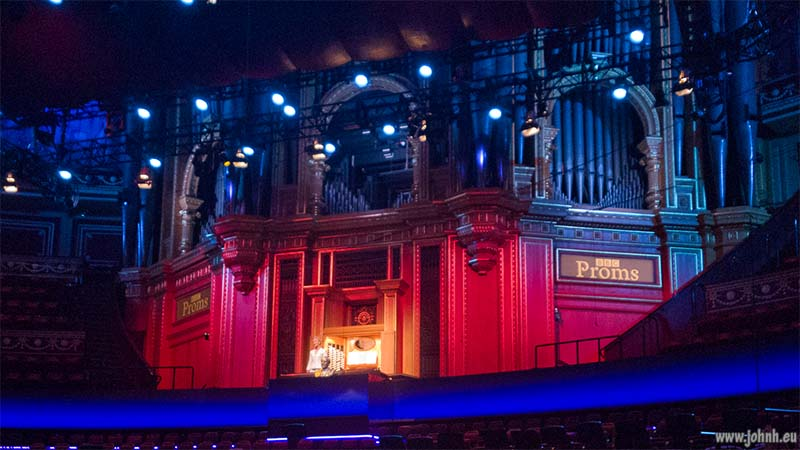 Iveta Apkalna at the organ of the Royal Albert Hall