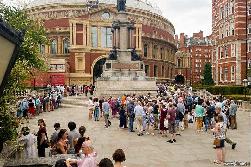 Promenaders queue for Mahler's Symphony of a Thousand