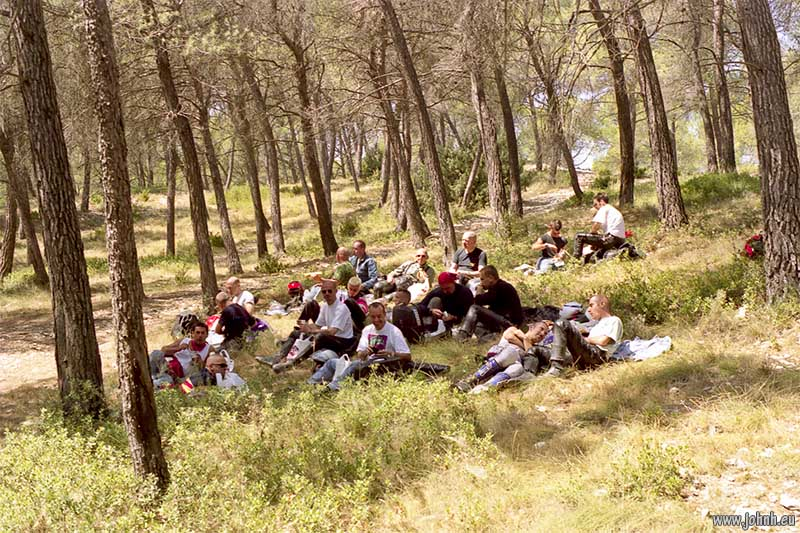 Lunch pause under pine trees, GLME Summercamp 98 in Provence, organised by AMA