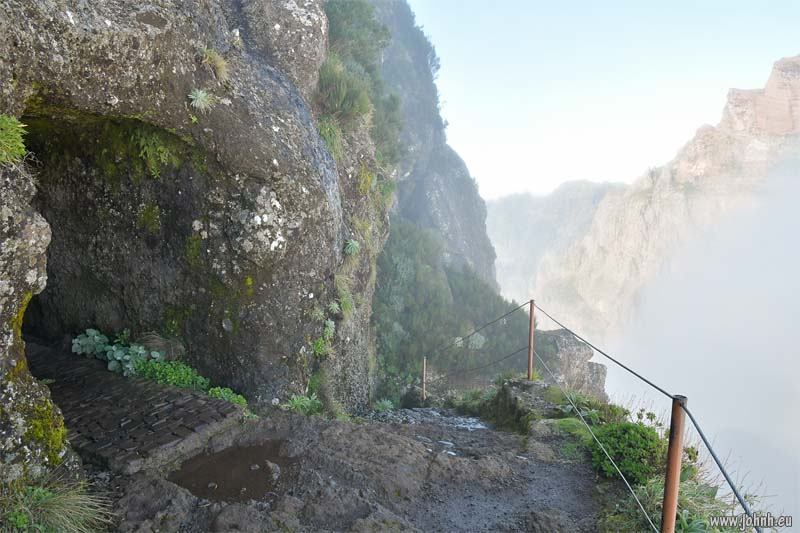 Far side of the Tunel do Pico do Gato